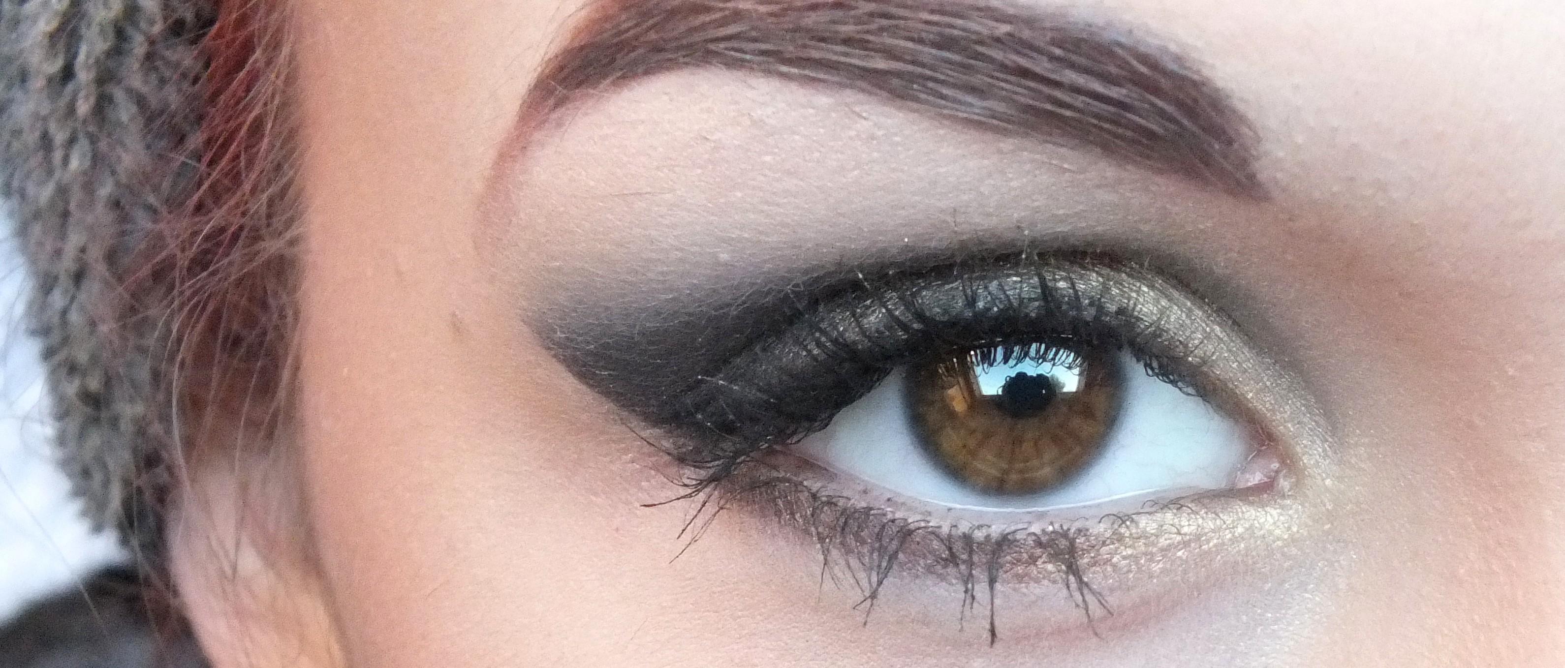 maquillage des yeux j 39 ai une couleur atypique. Black Bedroom Furniture Sets. Home Design Ideas
