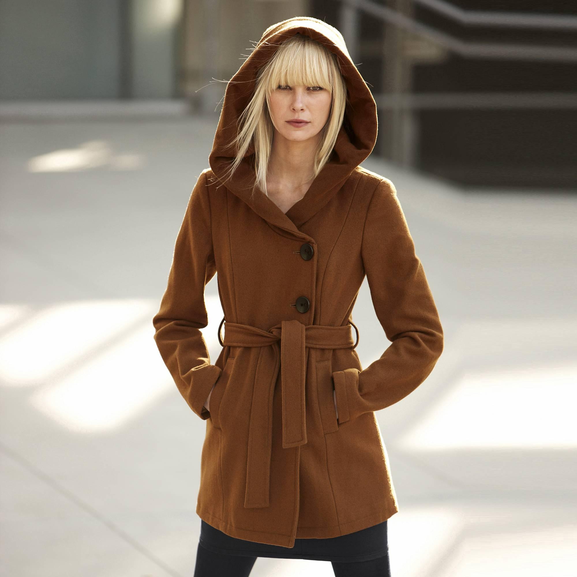 manteau grande capuche il vous prot ge parfaitement de la pluie. Black Bedroom Furniture Sets. Home Design Ideas
